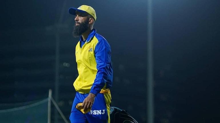 Moeen अली अपने मैच जर्सी पर SNJ 10000 के लोगो को स्पोर्ट नहीं करेंगे (चेन्नई सुपर किंग्स ट्विटर फोटो)